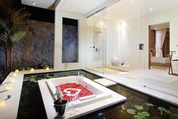 flawless bathroom at Villa Kalyani Canggu