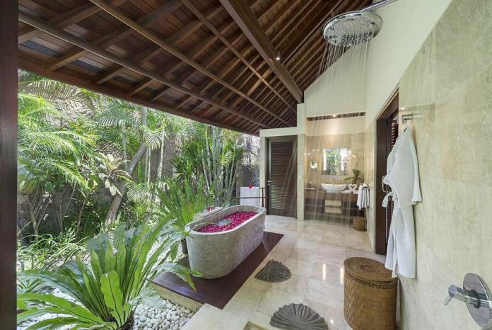 Welcome to Villa Asta´s stunning bathroom
