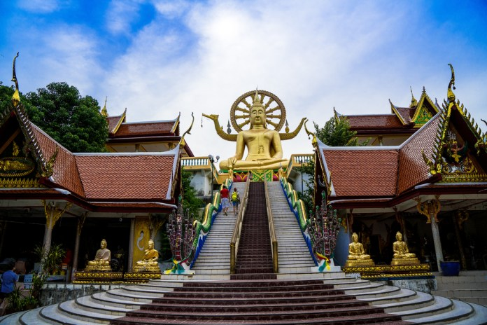 Temple tour for families in Koh Samui