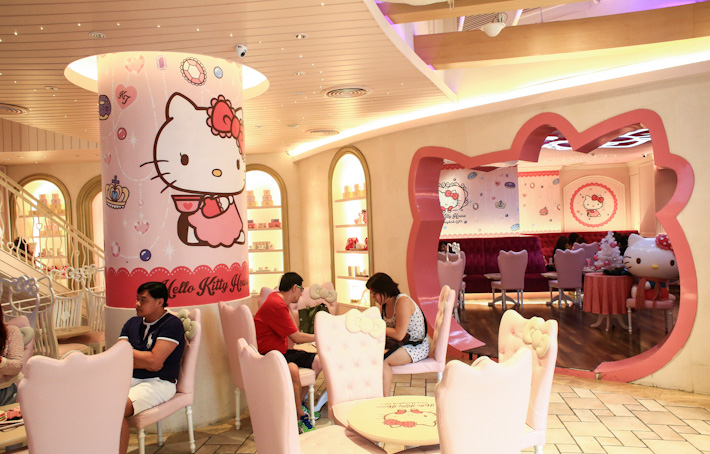 Hello-Kitty-Cafe-BKK