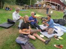 right before i played a bunch of Sahlström tunes with Einar. which would have been easier if i'd had a 'harpa with me.