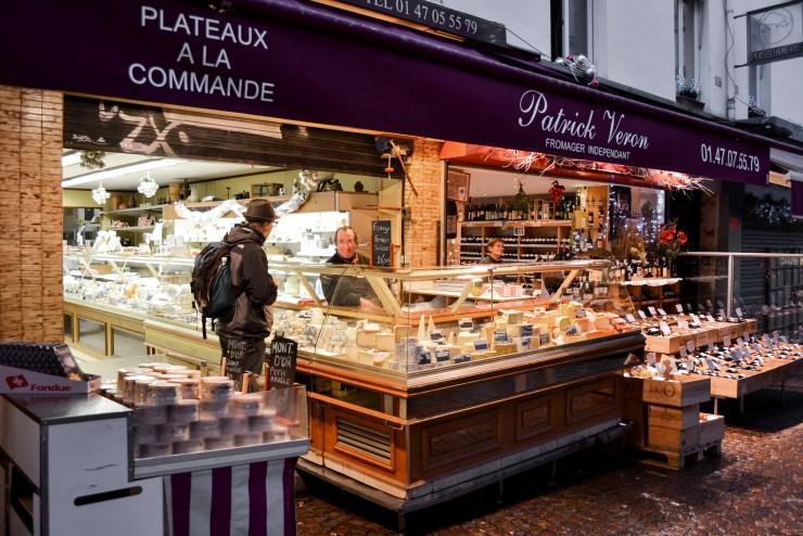Cheese&WineStoreInRueMouffettard_Paris_Lavinia_Pisani