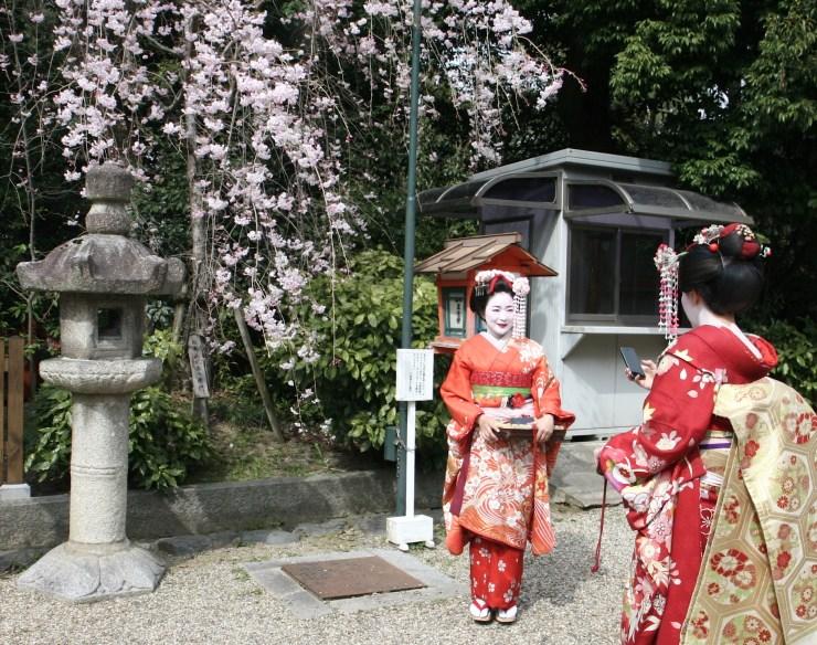 kyoto-geisha-tourist
