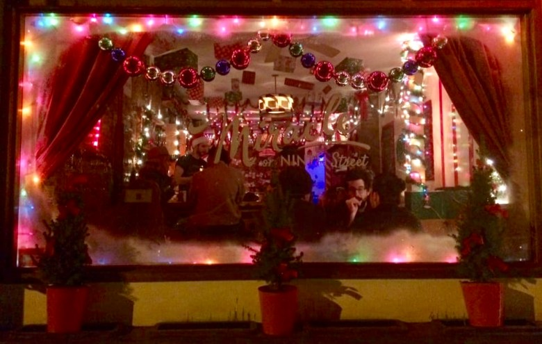 santa-christmas-bar-manhattan-nyc