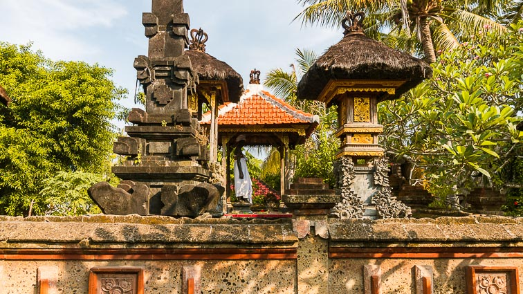 Nusa Lembongan and Nusa Ceningan. Temple