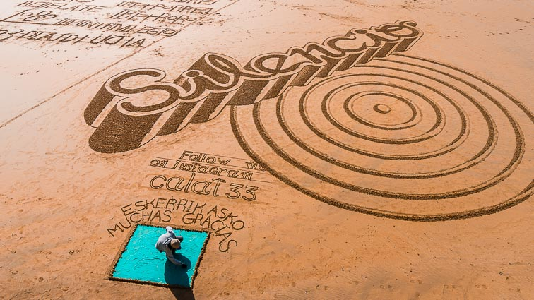 Beach artist on Playa de la Concha in San Sebastián