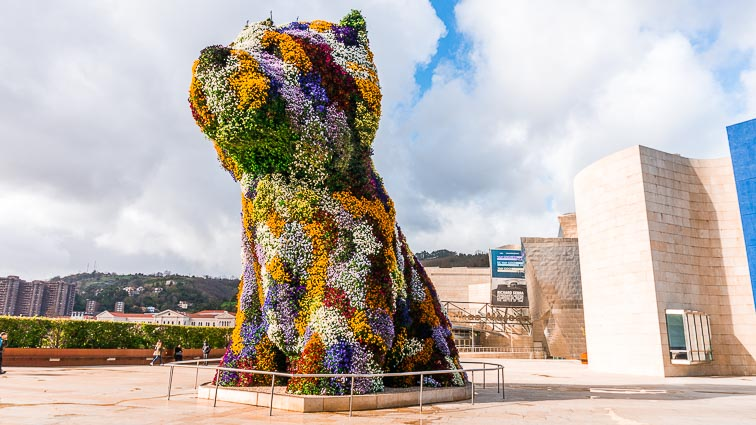Flower dog in front of the Guggenheim in Bilbao