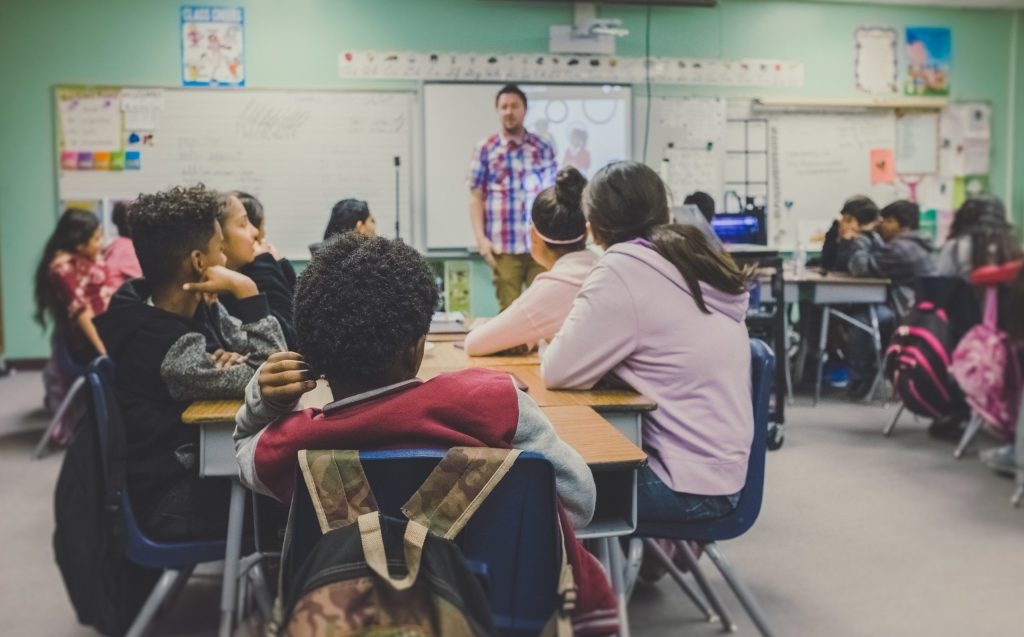 American teaching English to middle-school kids