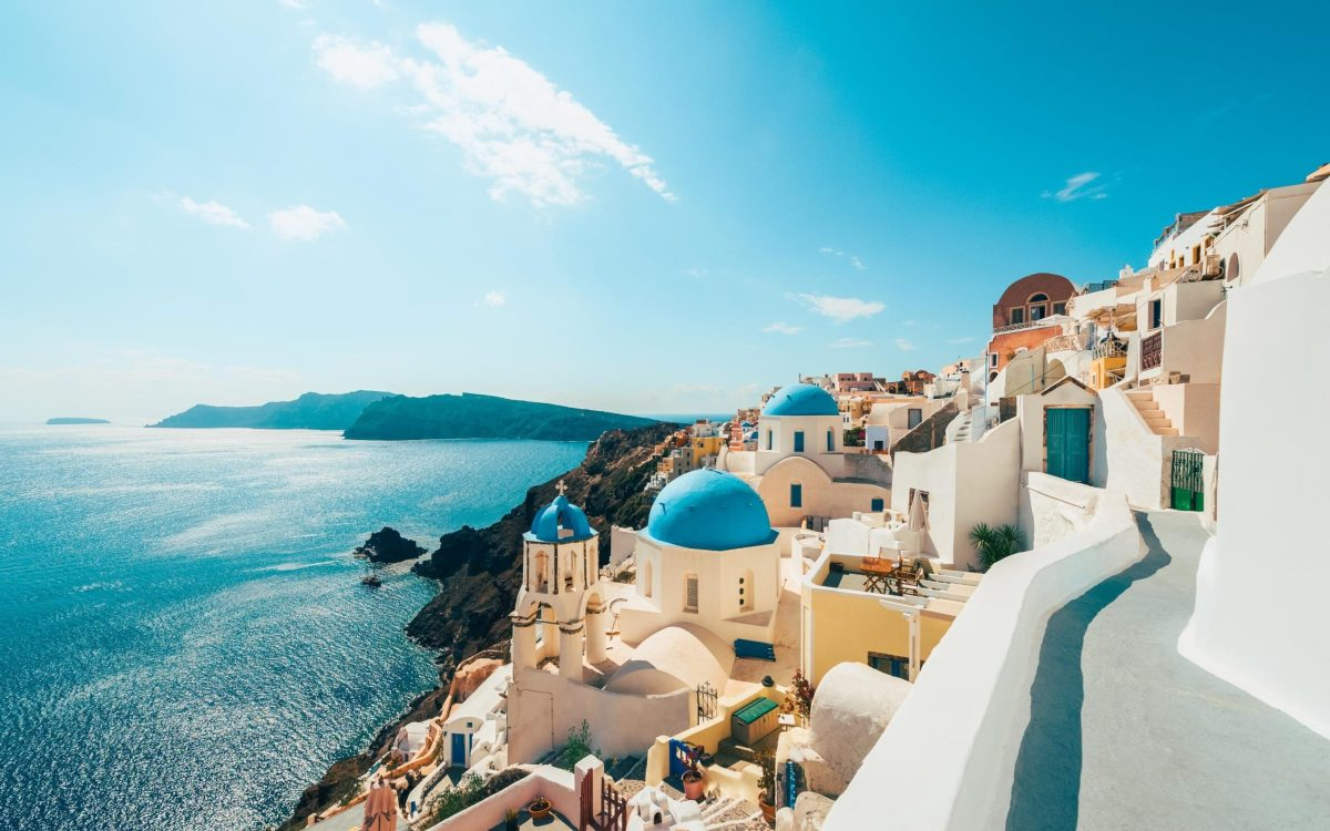 Greece hopes to welcome Britons from mid-May