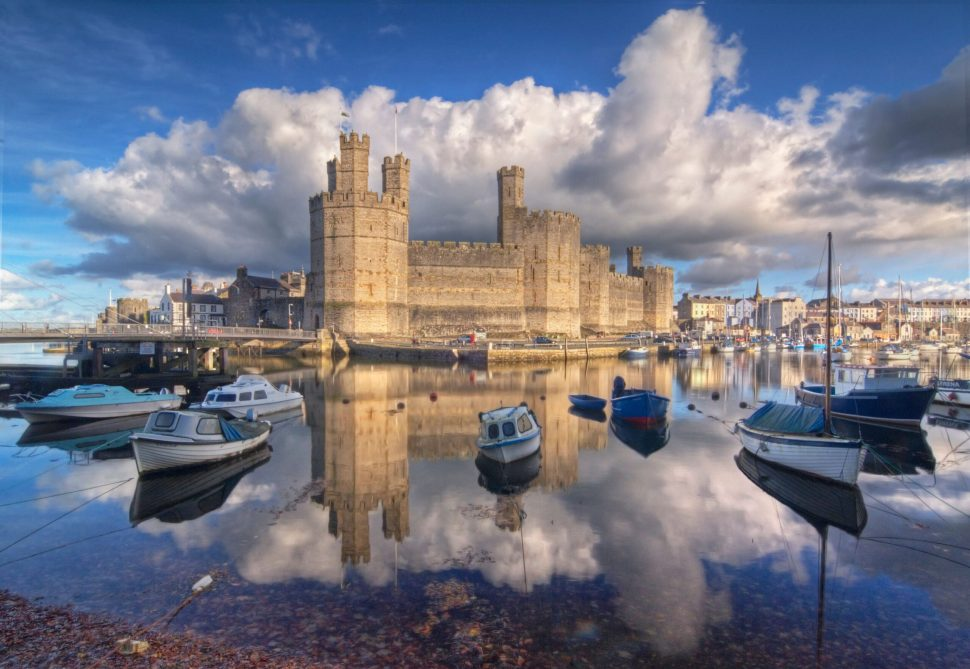 KingEdward I of Englandreplaced an 11th century castle with the current Caernarfon Castle in the late 13th century.