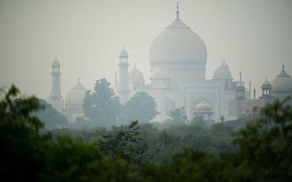 India's Taj Mahal seen through smog
