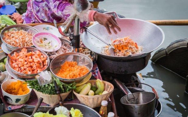 Bang Nok Kwaek Old market with the best Thai food