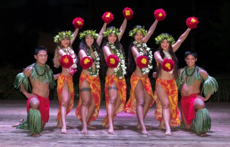 Join with a Polynesian Dance show