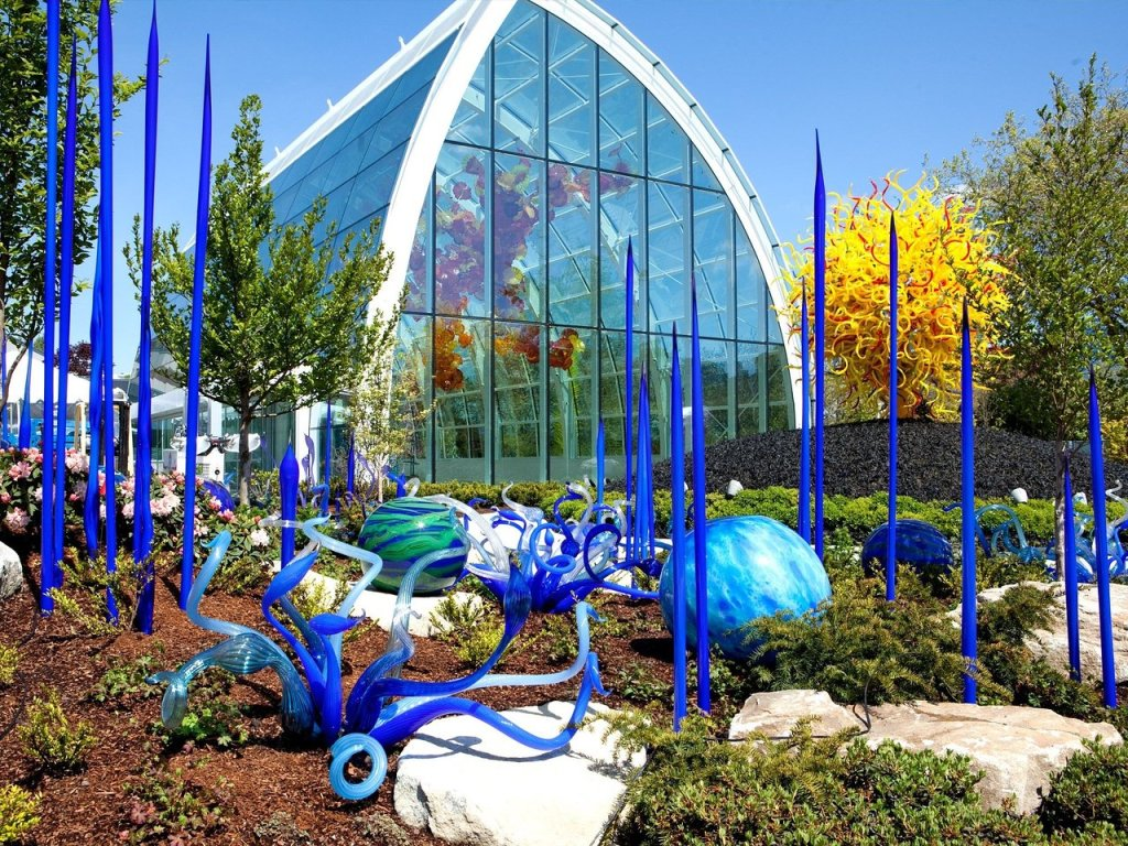 Visit Chihuly Garden and Glass Museum