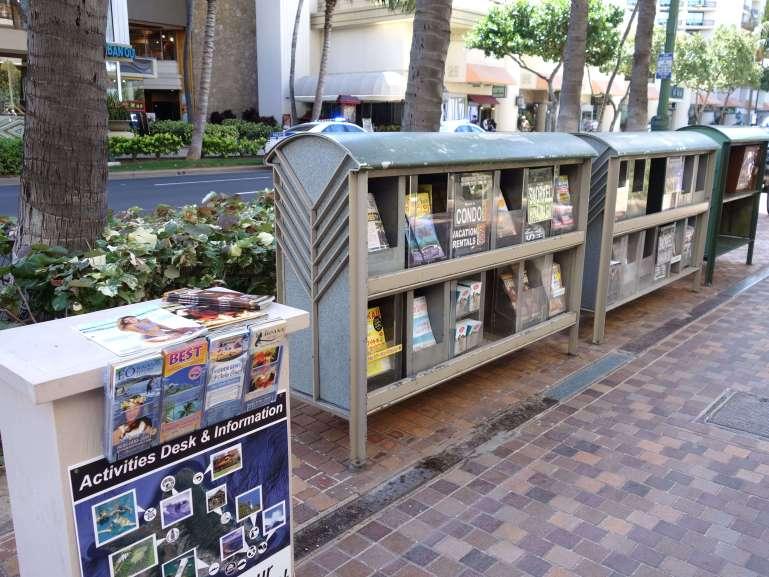 ハワイ街角のクーポンスタンド