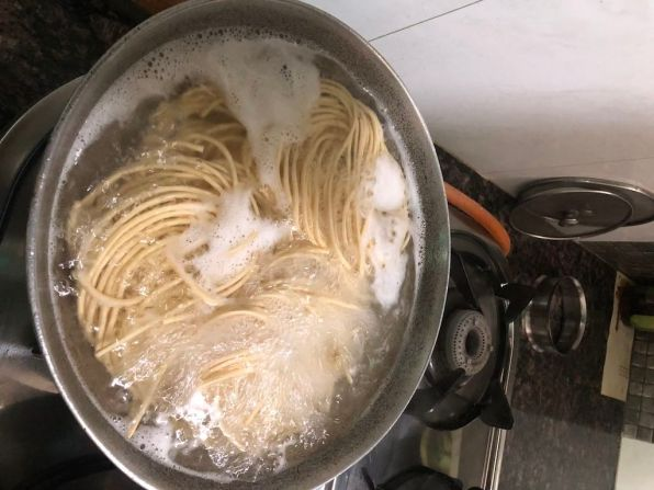 Boiling the noodles in the pan|Japanese Recipe-Vegetarian Yakisoba