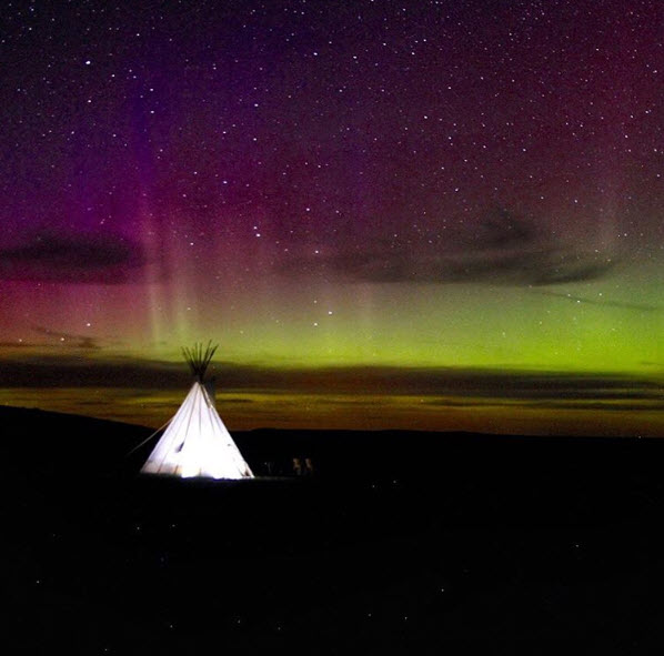 tipi and northern lights