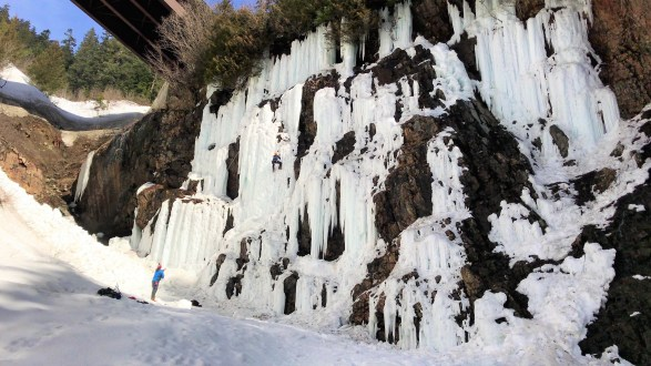 Easy Hike to  Frozen Franklin Falls Seattle Washington