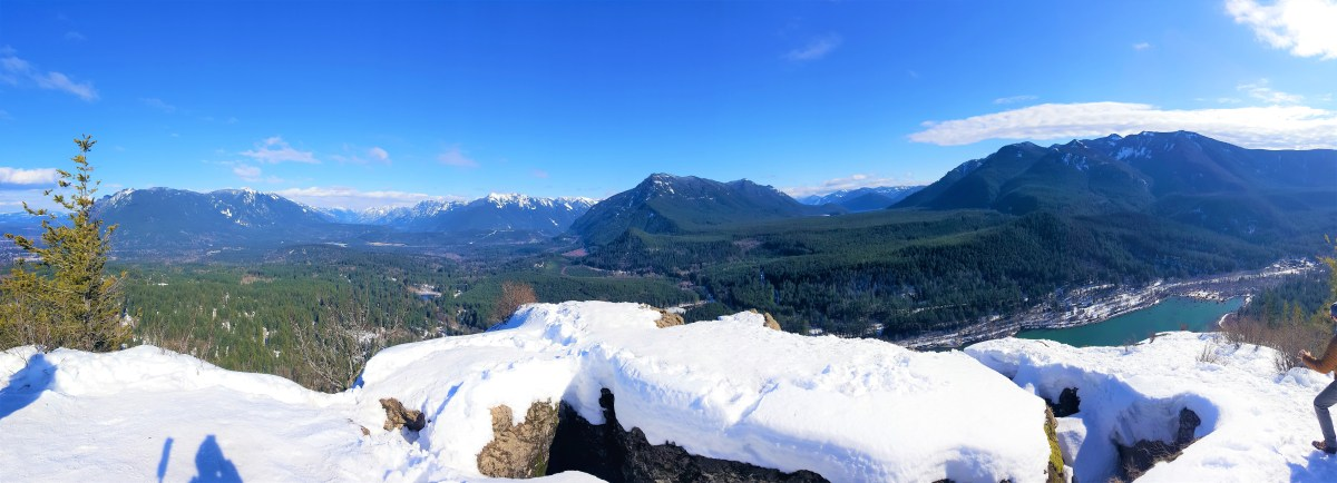 Snowy Hike to Rattlesnake Ledge