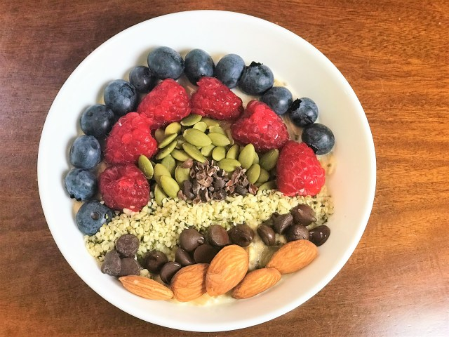 Overnigh Oats with toppings -Blue Berries, Raspberries, Pumpkin Seeds, Coco nibs, Hemp Seeds, Dark chocolate and Almonds. Healthy Diet Plan for PCOS & Thyroid
