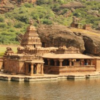 A Travel Guide on Badami Caves | Travel And Trekking