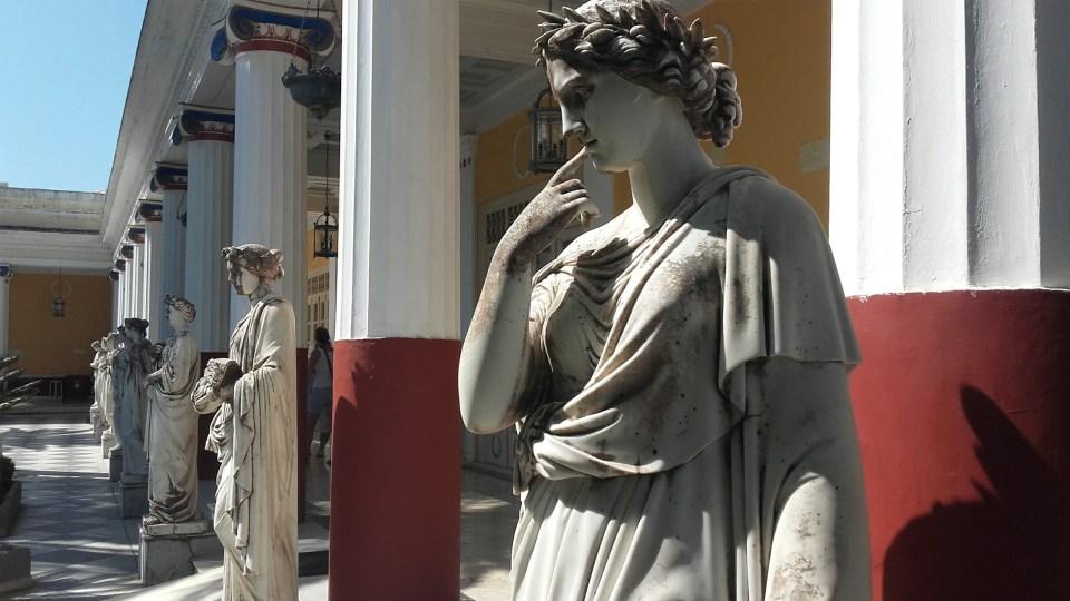 statue_muza