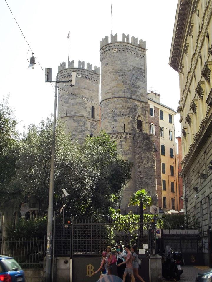 Porta Soprana - jedna od nekoliko gradskih kapija koja predstavlja deo nekadašnjih odbrambenih zidina grada, Đenova