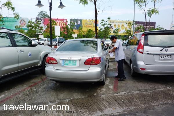 Taxi biasanya merupakan mobil sedan yang nyaman. Perjalanan hanya memakan waktu