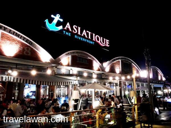 Asiatique bisa dikategorikan sebagai mall terbuka, atau '<em>pasar malam</em>' k