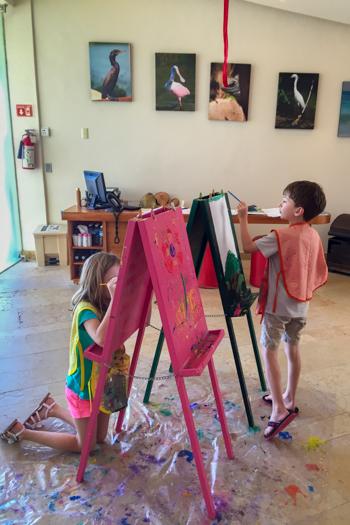 Rosewood Mayakoba con niños - Pintura en el club de niños