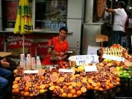 Vânzător de sucuri în Galata