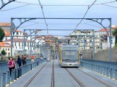 Tramvaiul pe podul Dom Luis I