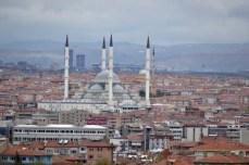 Ankara, vedere de ansamblu. Kocatepe domină întregul oraş.