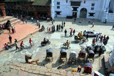 Forfota din piaţă este greu de descris. De un farmec aparte, este chintesenţa vieţii publice din Kathmandu.