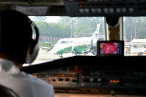 Avionul verde e un Buddha Air - din categoria 'cad ca muștele'. De parcă Agni Air e mai breaz ...