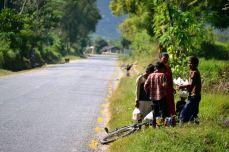 Nepalezi la margine de drum