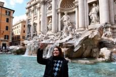 Dăm cu banul, să ne asigurăm revenirea - la Fontana di Trevi