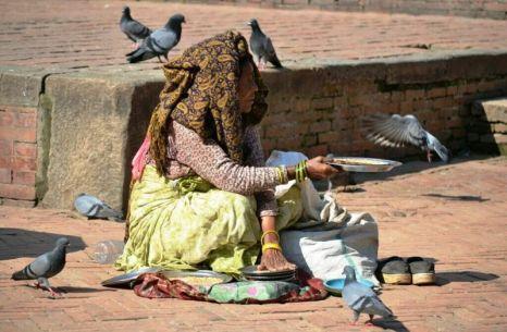 Femeia cu porumbei din Patan