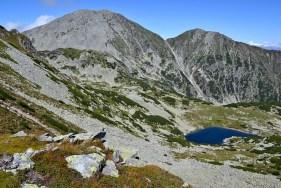 Lacul Peleguța, la poalele vârfurilor Păpușa