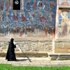 ... pe la Moldovița ...