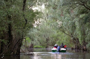 Cu barca pe canale