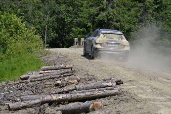 Un crossover Mercedes Benz GLA adaptat perfect drumului accidentat