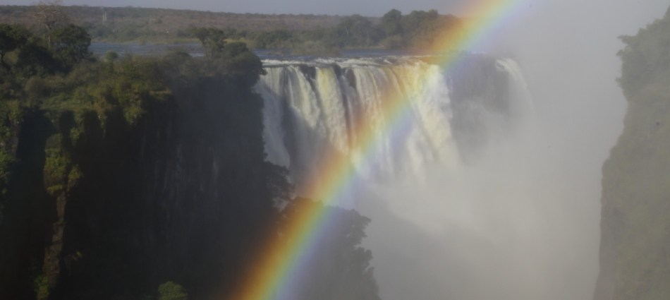 The mighty zambesi and its victori(a)ous falls
