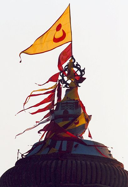 Flag-at-top-of-Jagannath-Temple-Puri