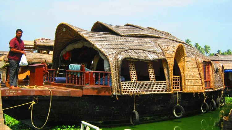 VEMBANAD LAKE AND HOUSEBOAT