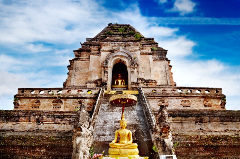 Temple Wat Chedi Luang in Chiang Mai, Thailand.
