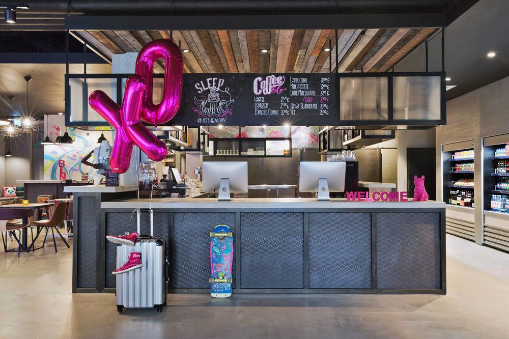 moxy-berlin-reception