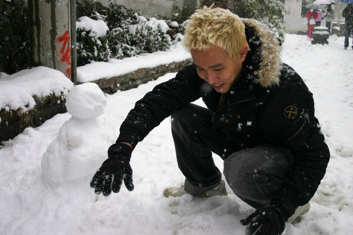 suzhou-snowman-making-2