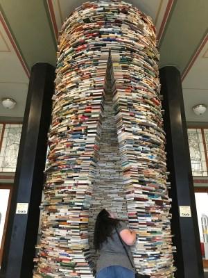 """""""Idiom"""" at the Municipal Library"""