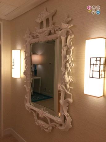 玄關門口的鏡子